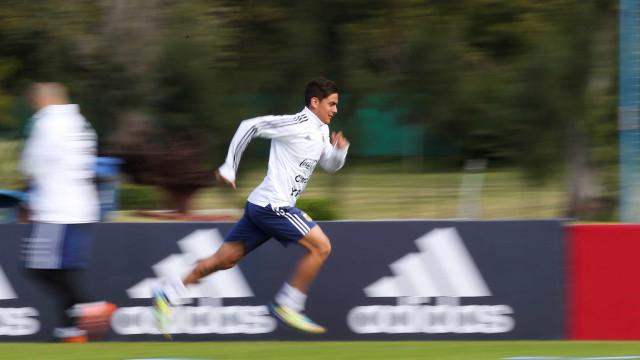 Desesperado por uma chance, Dybala diz que pode jogar com Messi