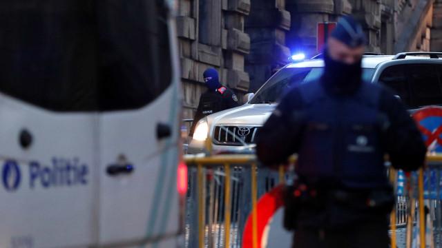 Homem que ajudou terrorista de ataques em Paris é solto
