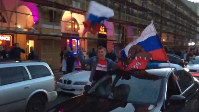 'Sensação' na Copa, Russos comemoram muito vitória sobre o Egito