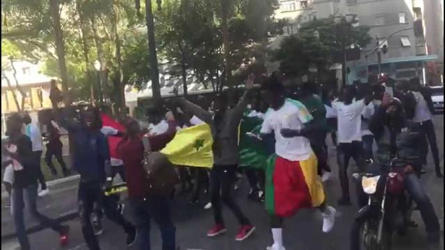 Torcida de Senegal comemora vitória pelas ruas de SP; vídeo
