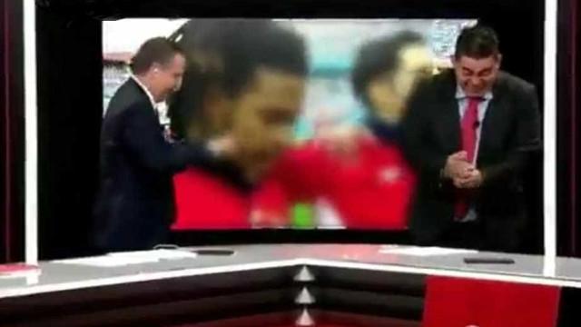Apresentadores de TV panamenha se emocionam com hino da seleção