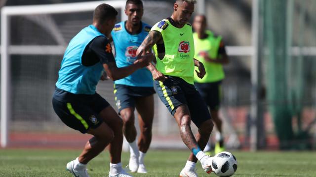 Com Neymar em campo, CBF divulga vídeo de treino, mas corta áudio