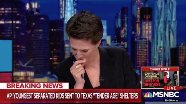 Jornalista chora ao vivo ao ler notícias sobre crianças detidas