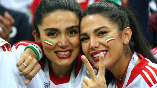 Mulheres iranianas celebram 'liberdade' nos estádios da Copa; fotos