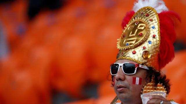 Jogo entre Peru e França tem 'festa inca' na torcida
