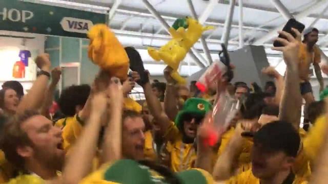 Com direito a vuvuzela, australianos comemoram empate com a Dinamarca