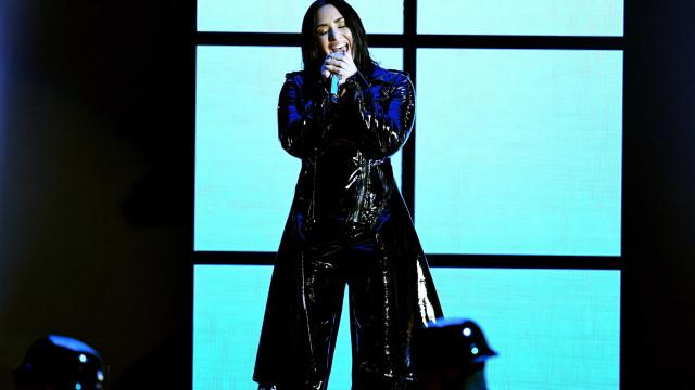 Demi Lovato lança música em que se desculpa por não estar mais sóbria