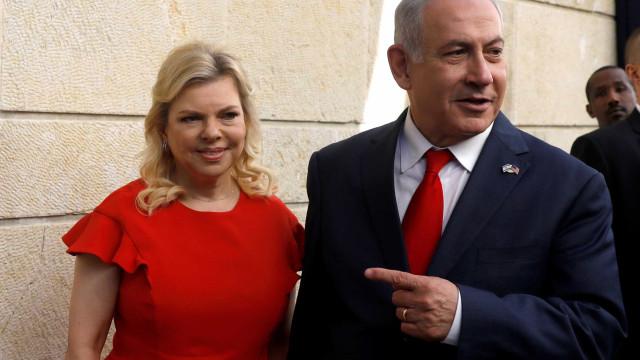 Esposa de premier israelense é acusada de fraude e abuso de poder