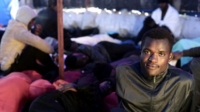 Após Aquarius, Itália fecha portos para navio de ONG alemã