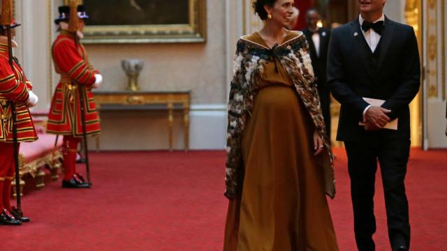 Apenas 4 semanas de licença: 1º ministra da Nova Zelândia dá à luz