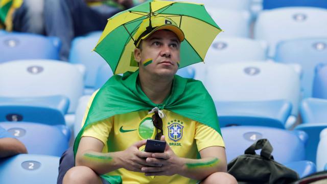 Seleção brasileira já está no Estádio de São Petersburgo; jogo é às 9h