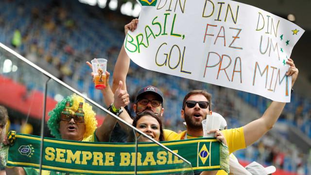 De camisa azul, Brasil pega a Costa a Rica daqui a pouco (acompanhe)