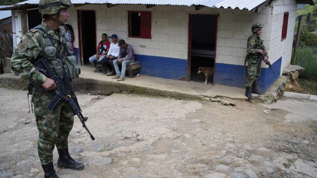 Equador envia delegação para identificar corpos na Colômbia