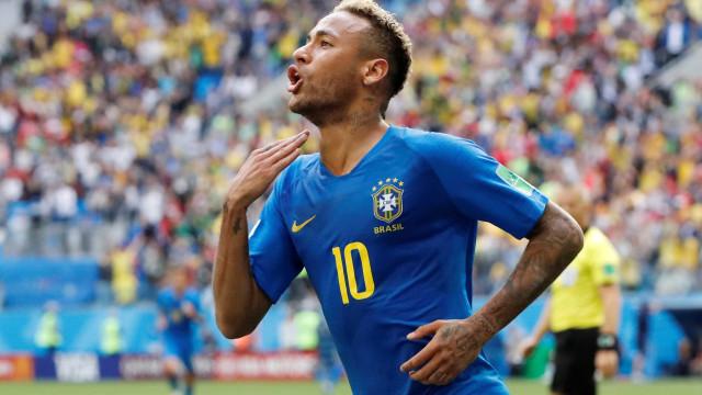 Neymar supera Romário e se torna quarto maior artilheiro da seleção