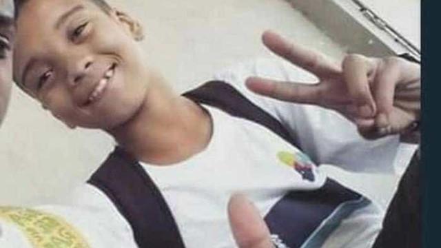 Menino morto na Maré foi atingido pelas costas, diz laudo da perícia