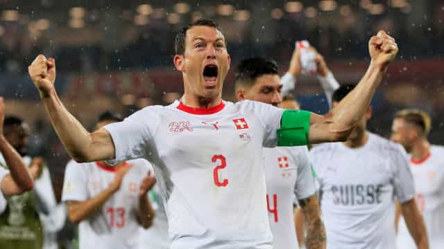 Com gols 'kosovares', Suíça bate Sérvia por 2 a 1