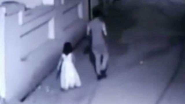 Menina é raptada, estuprada e mutilada em troca de um picolé