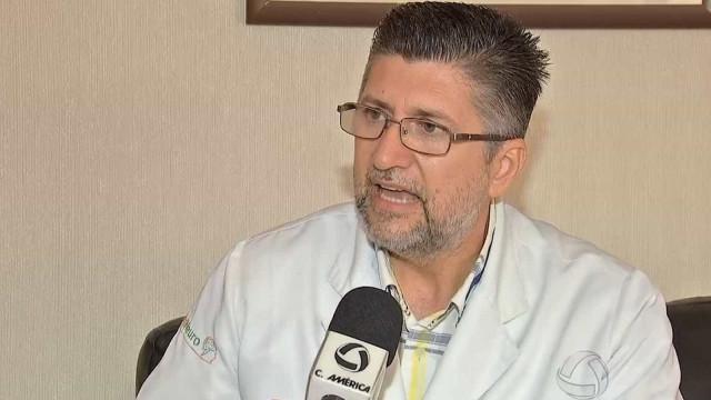 Médico que pilotava moto morre após atropelar vaca em Cuiabá