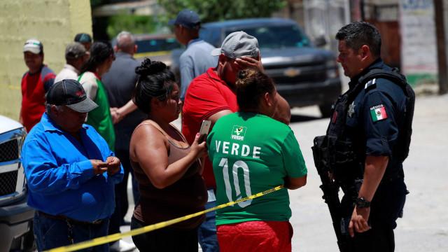 Atiradores matam 6 pessoas que viam jogo do México pela Copa