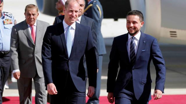 Príncipe William faz viagem histórica à Jordânia