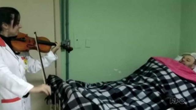 Homem acorda de coma após ouvir som de violino