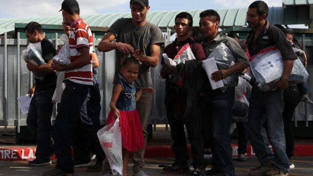 Governo Trump revela como pretende reunir crianças separadas dos pais