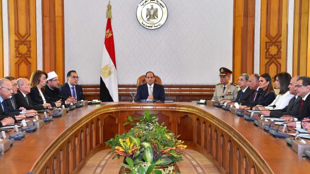 Egito condena 75 pessoas à pena de morte por protesto de 2013