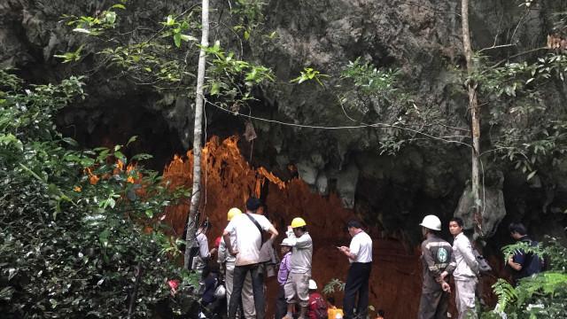 Time de futebol infantil desaparece dentro de caverna na Tailândia