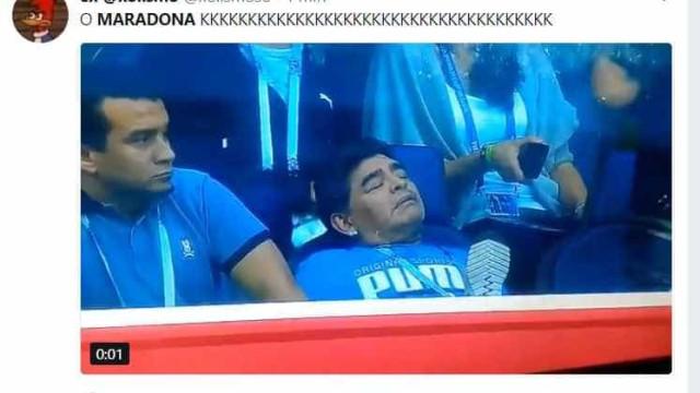 Maradona dorme em jogo da Argentina e vira meme; confira