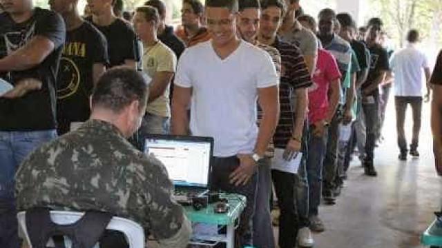 Saiba o que acontece com jovens que não fazem o alistamento militar