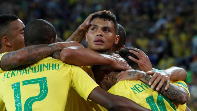 Brasil vence a Sérvia, se classifica e enfrenta o México nas oitavas