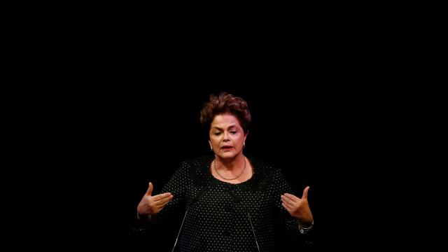 Dilma é hostilizada durante passeio de bicicleta em Minas; vídeo