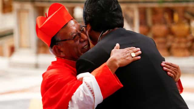 Evo Morales comparece à missa do Papa no Vaticano