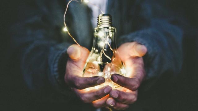 Saiba como reduzir a conta de luz em época de reajustes