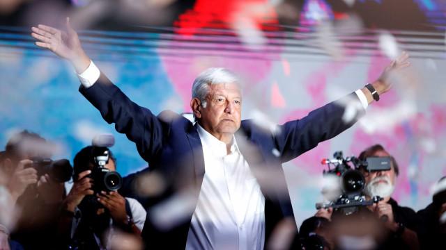 Esquerdista López Obrador tem vitória folgada e é presidente do México