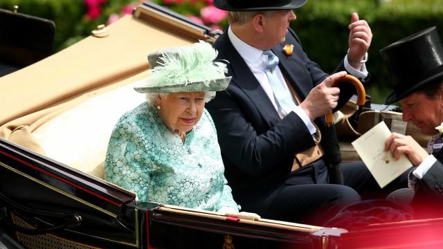 Autoridades britânicas fazem ensaio para a morte da rainha Elisabeth