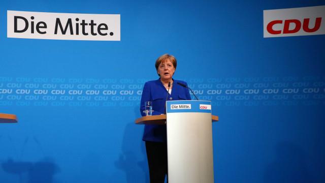 Acordo sobre refugiados evita queda de Merkel na Alemanha