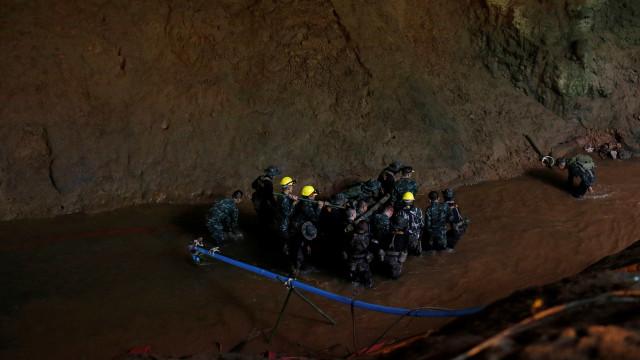 Jovens podem ficar presos durante meses em caverna na Tailândia