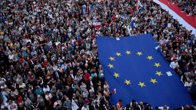 Polônia vive onda de rejeição a refugiados na política e nas ruas