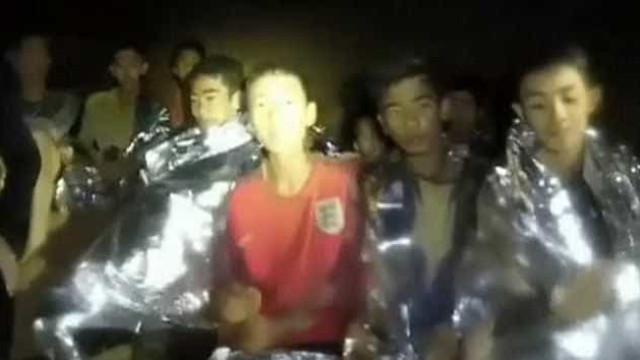 Jovem que falou inglês com mergulhador é refugiado e vive sem os pais