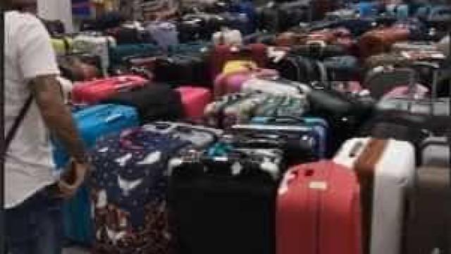 Famílias de craques do Brasil lotam aeroporto na Rússia com malas; veja