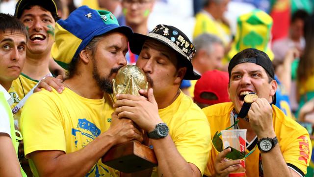 Brasileiros foram os que mais gastaram com cartão em estádios da Copa