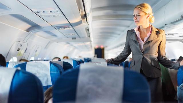 Comissários de bordo têm mais risco de sofrer de câncer, diz estudo