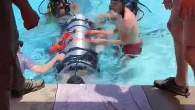 Elon Musk testa pequeno submarino para resgate na Tailândia; vídeo