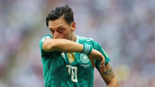 Pai de Özil pede ao filho que abandone a seleção alemã