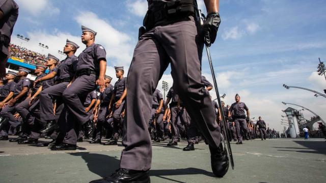 'Existem muitos gays na PM', diz soldado ameaçado por beijar rapaz