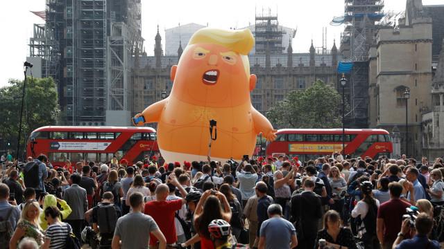 Declarações de Trump sobre May geram protestos políticos em Londres