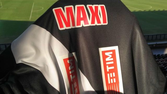 Vasco anuncia contratação do centroavante argentino Maxi López