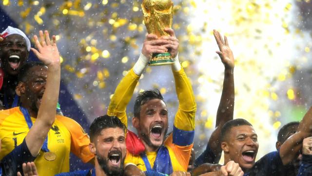 Campeão, francês Lloris é o quarto goleiro a levantar a taça da Copa