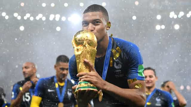 Mbappé, o menino que idolatra Zidane, iguala o ídolo e conquista Copa
